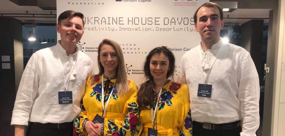 Стипендіати програми «Завтра.UA» стали волонтерами Українського Дому в Давосі